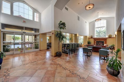 Lobby | Holiday Inn Express Hotel & Suites Manteca