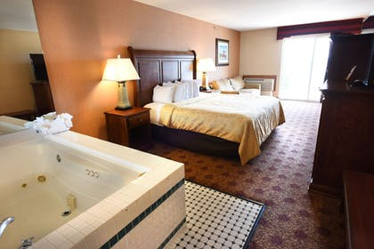 Guestroom | Hamilton Inn Select Beachfront