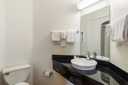 Bathroom | Baymont Inn & Suites Sheridan