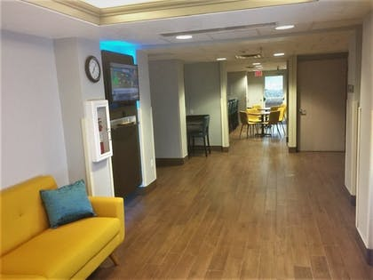 Interior Entrance | Baymont Inn & Suites Sheridan