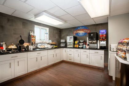 Breakfast Area | Baymont Inn & Suites Sheridan