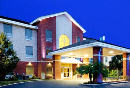 Exterior | Holiday Inn Express Hotel & Suites Weslaco