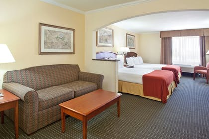 Guestroom | Holiday Inn Express & Suites Tucson