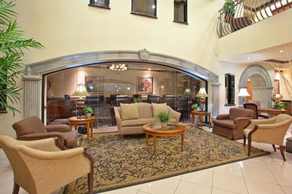 Lobby | Holiday Inn Express & Suites Tucson