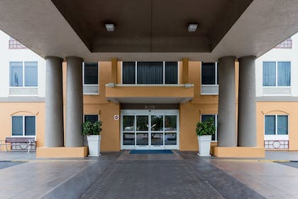 Exterior | Holiday Inn Express Hotel & Suites Tavares - Leesburg