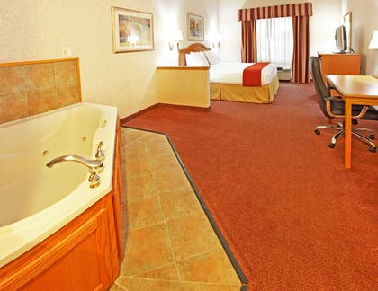Guestroom | Holiday Inn Longview - North