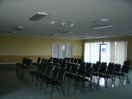 Meeting Facility | Admiralty Suites & Inn