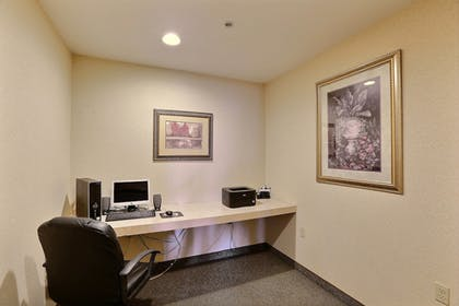 Business Center | Boarders Inn & Suites by Cobblestone Hotels - Shawano