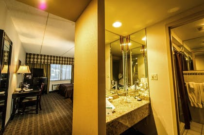Guestroom   Salvatore's Garden Place Hotel, an Ascend Hotel Collection