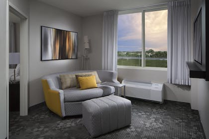 Guestroom | Courtyard by Marriott Miami Dadeland