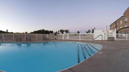 Outdoor Pool   Holiday Inn Express Hotel & Suites Mountain Home