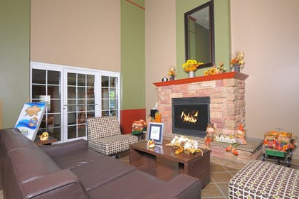 Lobby Sitting Area | The Resort at Governor's Crossing
