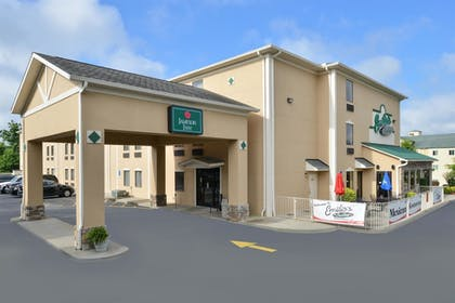 Hotel Entrance | Baymont by Wyndham Grovetown Augusta
