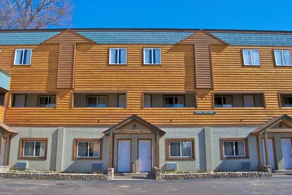 Hotel Front | Nordic Lodge Of Steamboat
