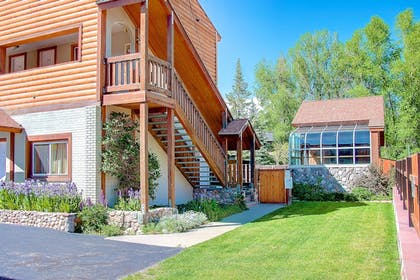 Property Grounds | Nordic Lodge Of Steamboat