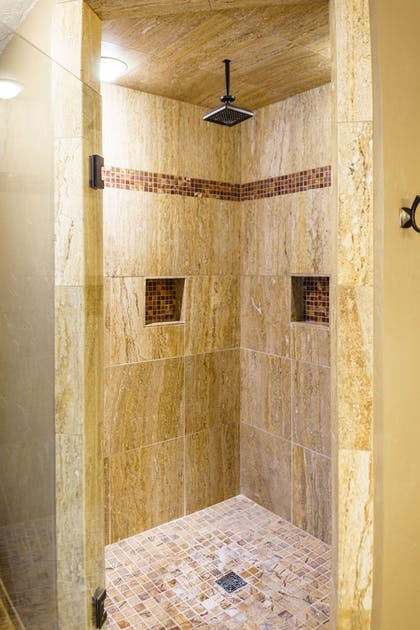 Bathroom Shower | Best Western Plus Flathead Lake Inn And Suites