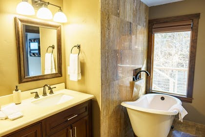 Bathroom | Best Western Plus Flathead Lake Inn And Suites