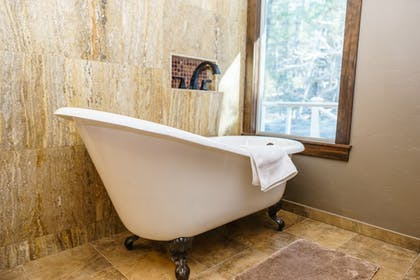 Deep Soaking Bathtub | Best Western Plus Flathead Lake Inn And Suites