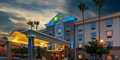 Building design | Holiday Inn Express Hotel & Suites Pharr