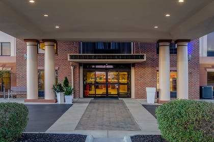 Hotel Entrance | Holiday Inn Express Hotel & Suites Bowling Green