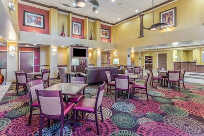 Restaurant | Holiday Inn Express Hotel & Suites Bowling Green