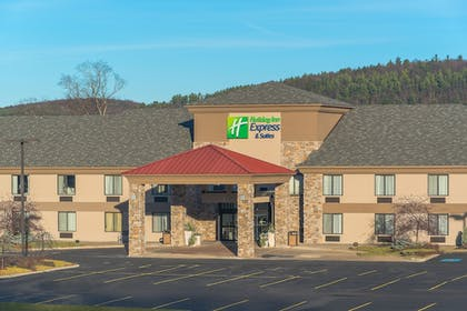 Hotel Front | Holiday Express Hotel & Suites Cooperstown