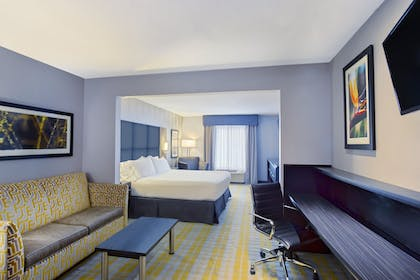 Guestroom | Holiday Express Hotel & Suites Cooperstown
