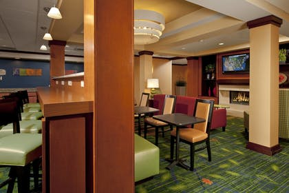 Restaurant | Fairfield Inn & Suites by Marriott Brunswick Freeport