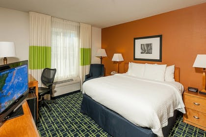Guestroom | Fairfield Inn & Suites by Marriott Brunswick Freeport