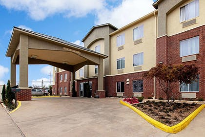 Featured Image | Comfort Inn and Suites Fredericksburg