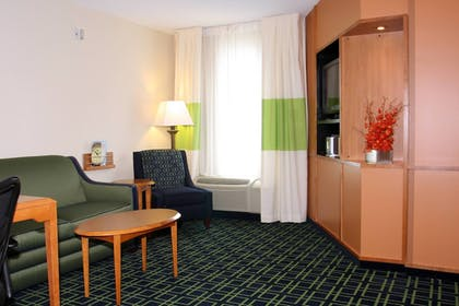 Guestroom | Fairfield Inn and Suites by Marriott Marion