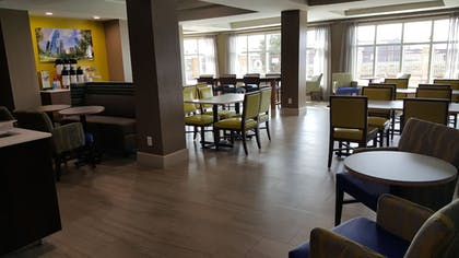 Restaurant | Holiday Inn Express Hotel & Suites Pearland
