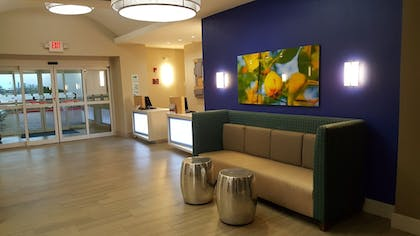 Lobby | Holiday Inn Express Hotel & Suites Pearland