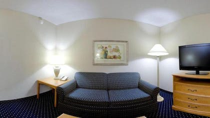 Living Area | Holiday Inn Express Hotel & Suites Richmond North Ashland