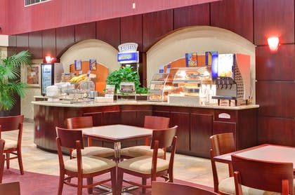 Restaurant | Holiday Inn Express Hotel & Suites Hollywood Walk of Fame