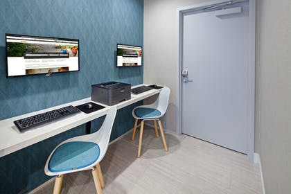 Business Center | Holiday Inn Express Hotel & Suites Hollywood Walk of Fame