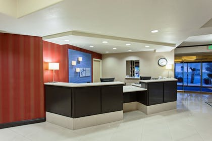 Lobby | Holiday Inn Express Hotel & Suites Hollywood Walk of Fame