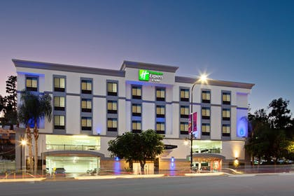 Featured Image | Holiday Inn Express Hotel & Suites Hollywood Walk of Fame
