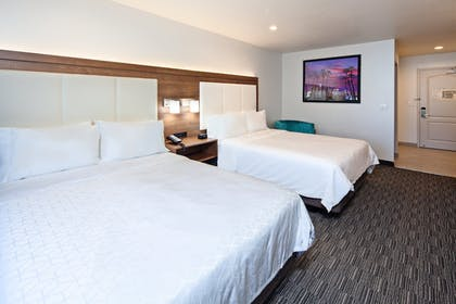 Room | Holiday Inn Express Hotel & Suites Hollywood Walk of Fame