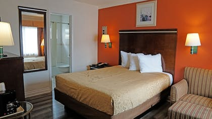 Guestroom | Redondo Inn and Suites