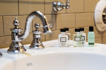 Bathroom Amenities | Colgate Inn