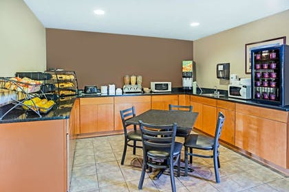 Breakfast Area | Microtel Inn & Suites by Wyndham Holland