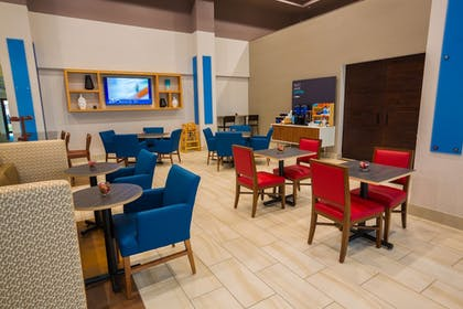 Breakfast Area | Holiday Inn Express Hotel & Suites Pasco-Tri Cities