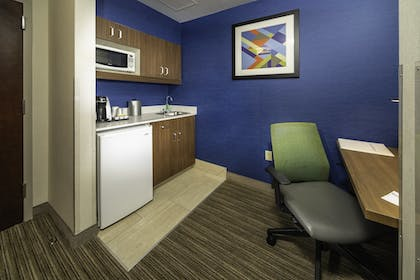 Room | Holiday Inn Express Hotel & Suites Pasco-Tri Cities