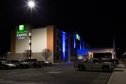 Hotel Front - Evening/Night | Holiday Inn Express Hotel & Suites Pasco-Tri Cities