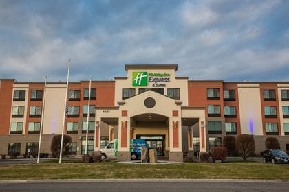 Hotel Front | Holiday Inn Express Hotel & Suites Pasco-Tri Cities
