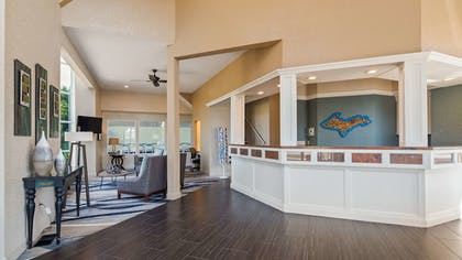 Lobby | Best Western Harbour Pointe Lakefront
