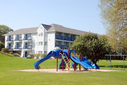 Childrens Play Area - Outdoor | Best Western Harbour Pointe Lakefront