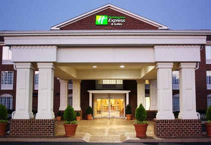 Hotel Front | Holiday Inn Express Hotel & Suites Warrenton