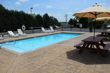 Outdoor Pool | Holiday Inn Express Hotel & Suites Warrenton
